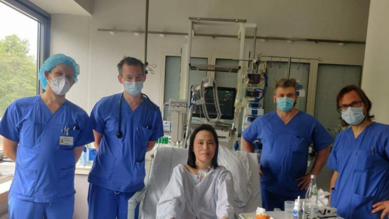 lee-and-medical-staff-at-charite-hospital