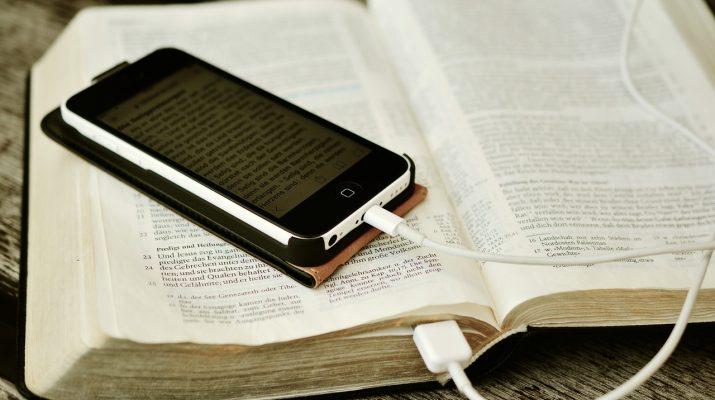 У Німеччині переписали Біблію для «покоління Z», пристосувавши Святе Письмо під сучасних читачів