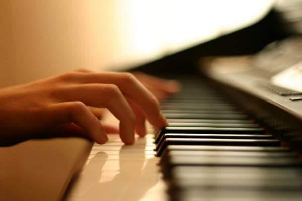 hraty-na-pianino